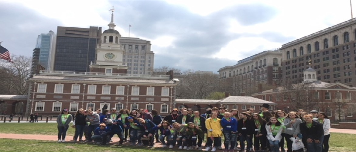 MCMS 8th grade students in front of  Independence Hall in Philadelphia, Pennsylvania.